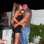Coppia trans bacio ragazza